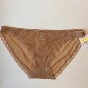 New with tag CALVIN KLEIN LACE TRIMMED BIKINI SZ M